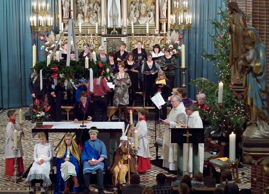 wat zetten katholieke mensen vaak bij de boom